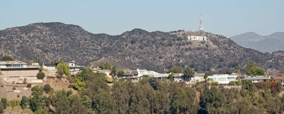 Hollywood_sign_from_Runyon_Canyon_trail (1)