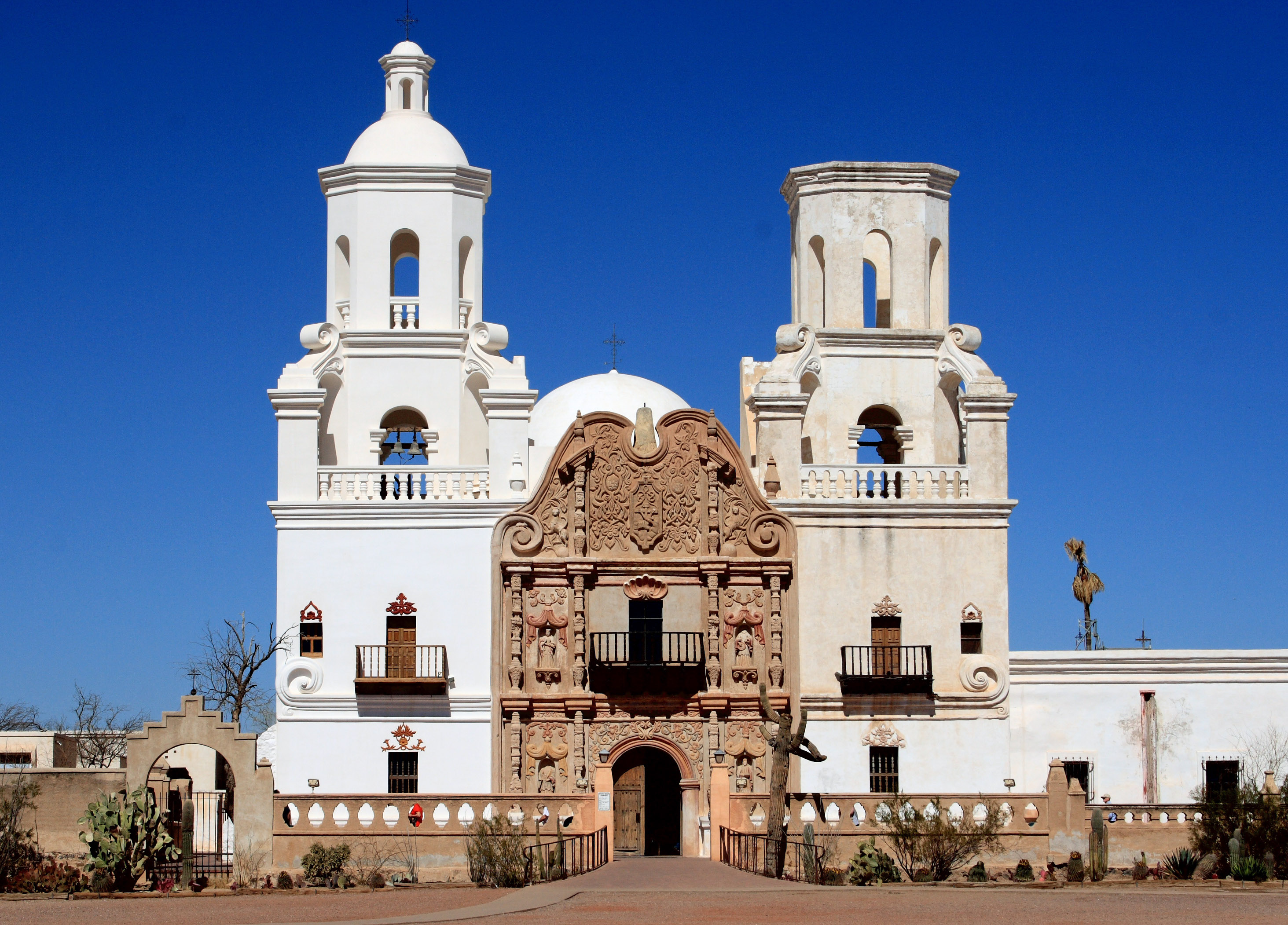 exterior_of_the_mission_xavier_del_bac